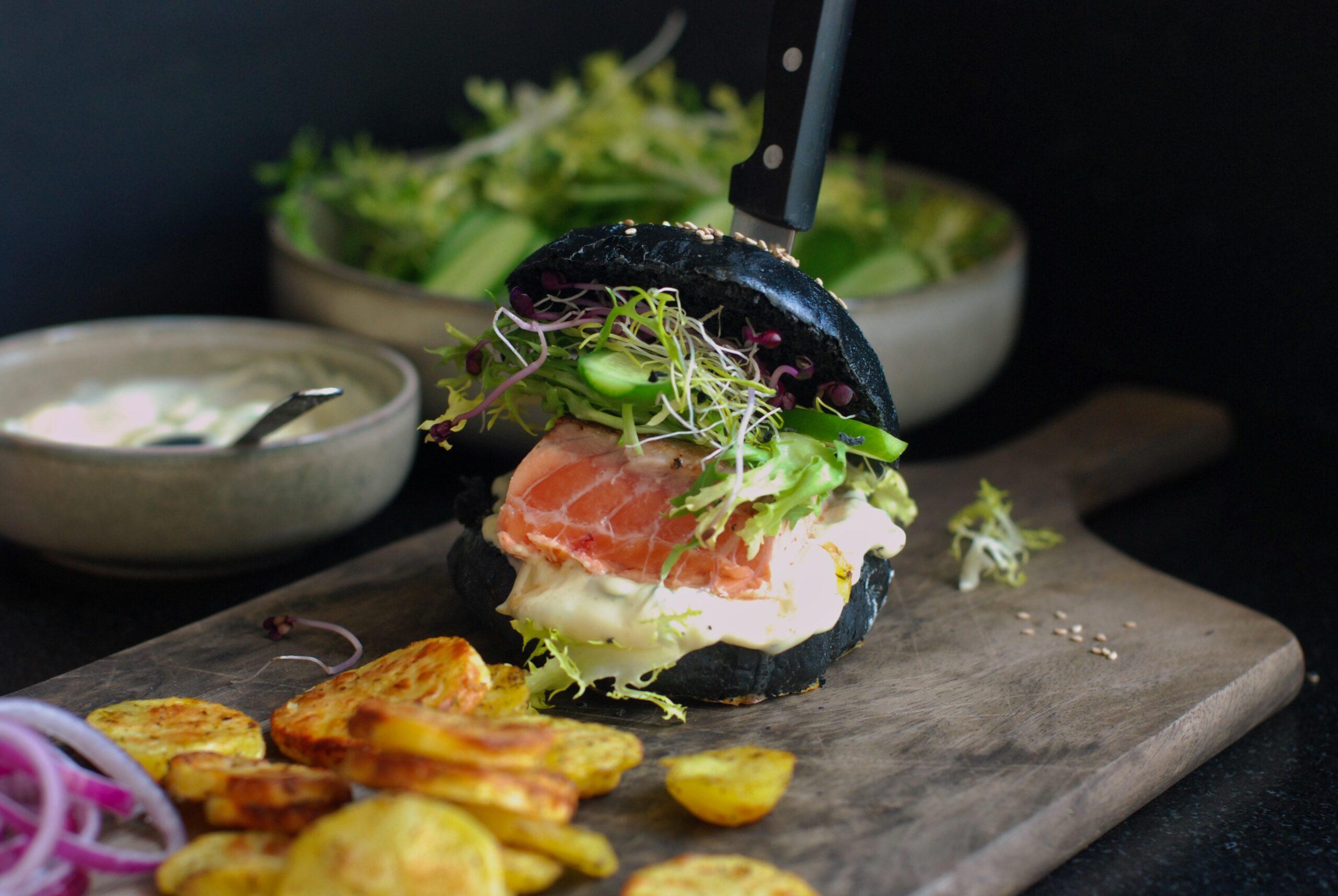 Black burger au saumon