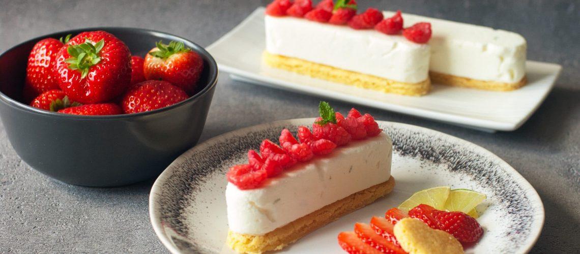 Cheesecake citron vert, sablé breton, fraises et framboises